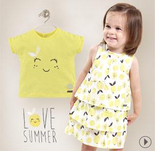 La robe, la tenue de l'été de bébé